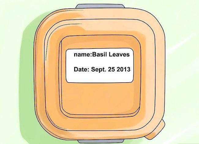 Imaginea intitulată Conserve Basil Step 39