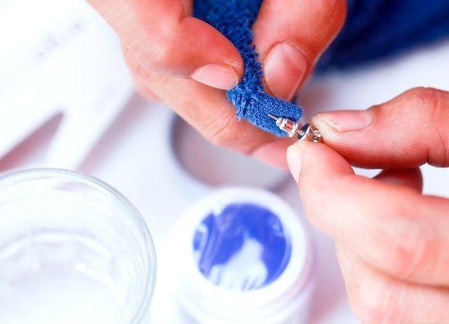 Imaginea intitulată Cercei cu diamant curat Pasul 14