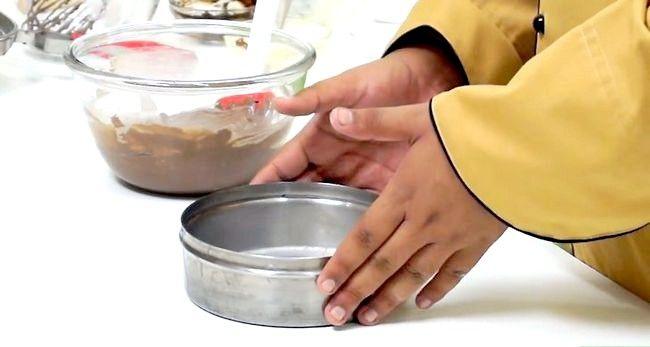 Imaginea intitulă Faceți un tort utilizând o mașină de gătit sub presiune Pasul 15