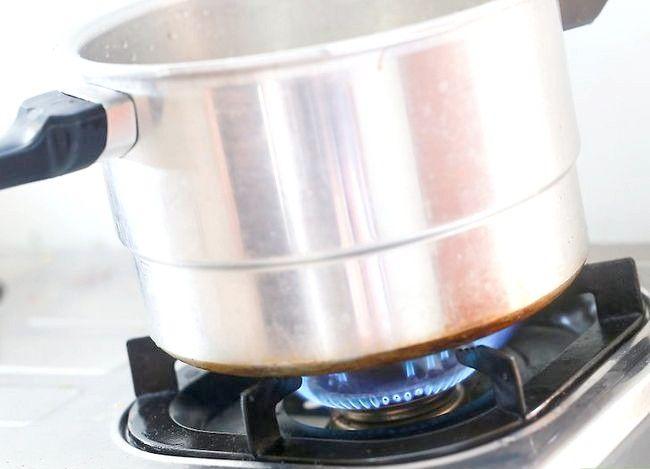 Imaginea cu titlul Faceți un tort utilizând un aragaz sub presiune Pasul 3