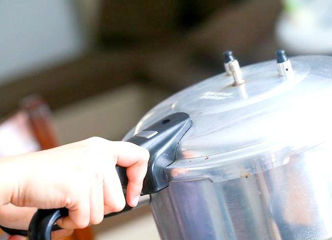 Imaginea cu titlul Faceți un tort folosind un aparat de gătit sub presiune Pasul 37