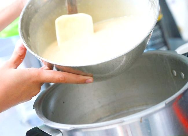 Imaginea intitulă Faceți un tort utilizând o mașină de gătit sub presiune Pasul 7