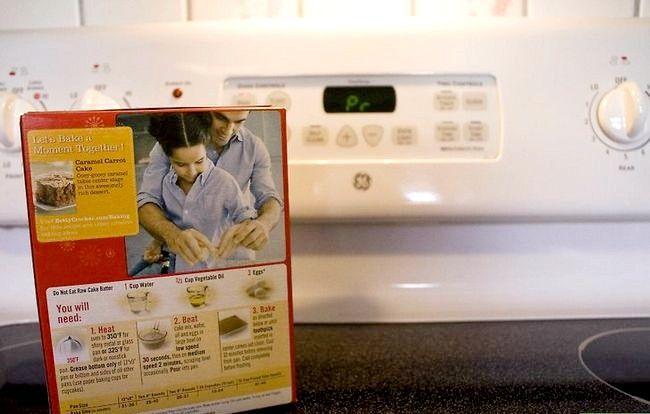 Imaginea intitulă Faceți un tort dintr-un amestec fără ulei și ouă Pasul 16