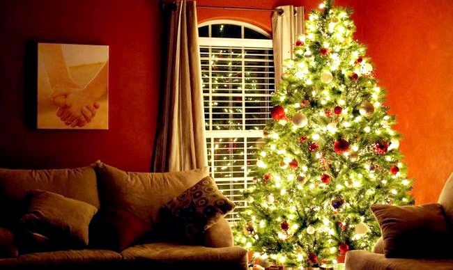 Decorați elegant un pom de Crăciun