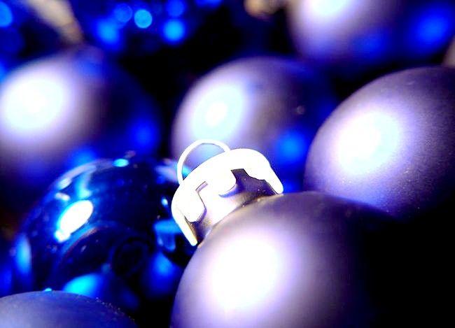 Imaginea intitulată Bile purpurii nu albastre