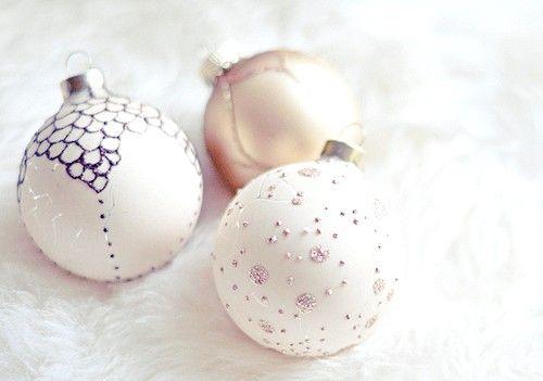Imagine cu inscripția Destul de ornamente de Crăciun