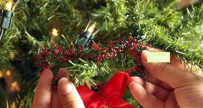 Image cu titlul Decorați un Pom de Crăciun Pasul 10