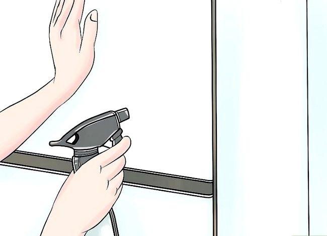 Imaginea intitulă Vopsirea unui frigider Pasul 3