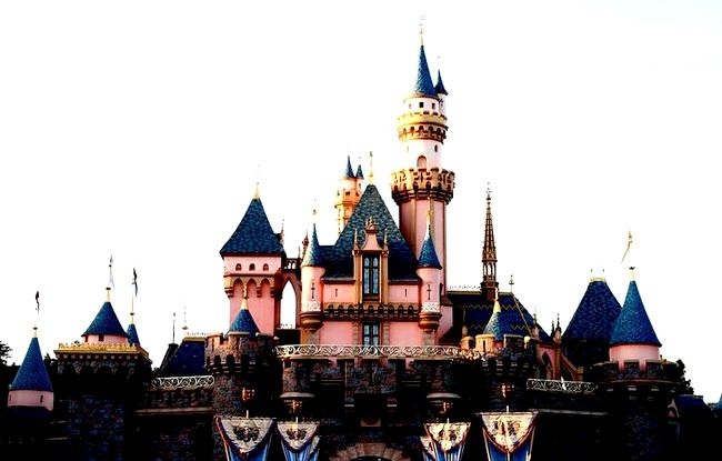 Experimentați o zi perfectă la Disneyland Paris