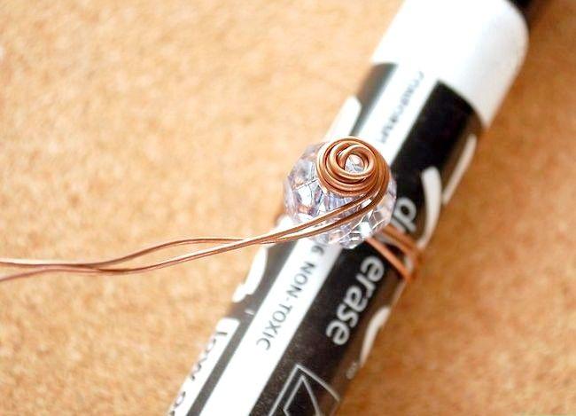 Imaginea intitulată Faceți un inel de șnur cu fir spiralat Pasul 6