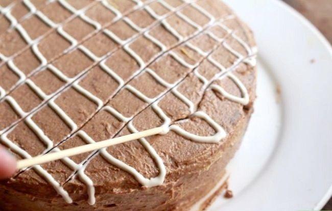 Imaginea intitulată Frost a Cake Pas 20