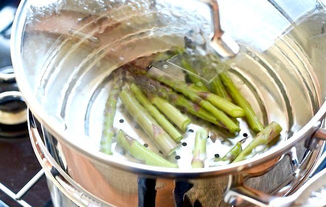 Imaginea intitulată Gătitul de sparanghel pe sobă Pasul 7
