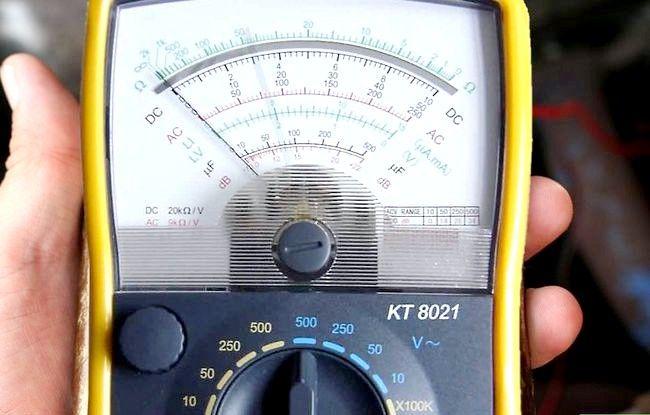 Imaginea intitulată Testați un Solenoid Starter Step 3Bullet2