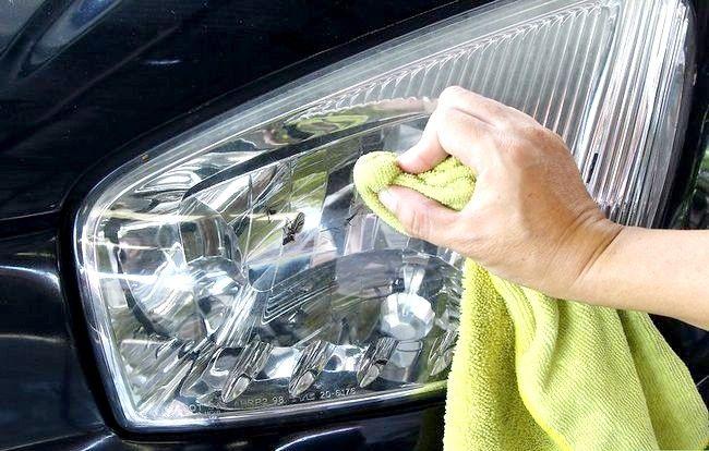 Imaginea intitulată Eliminați bug-urile, gudronul și sucul din mașina dvs. Pasul 1