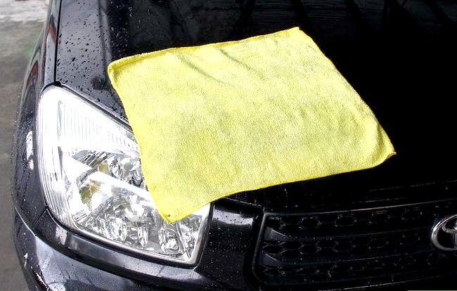 Imaginea intitulată Eliminați bug-urile, gudronul și sucul din mașina dvs. Pasul 7