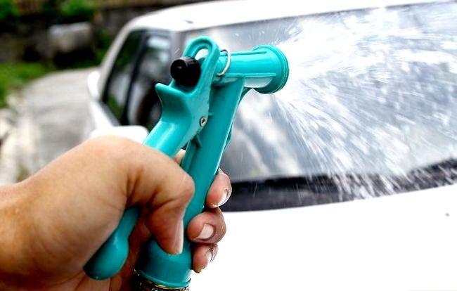 Curățați mașina cu mijloace de uz casnic