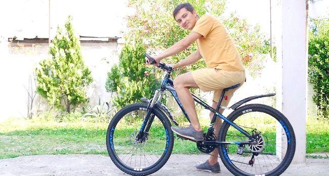 Imaginea intitulată Ajustați scaunul pentru biciclete Pasul 1