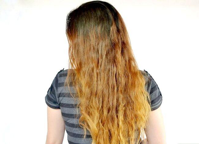 Imaginea intitulată Folosiți suc de lămâie pentru a ușura intrarea părului