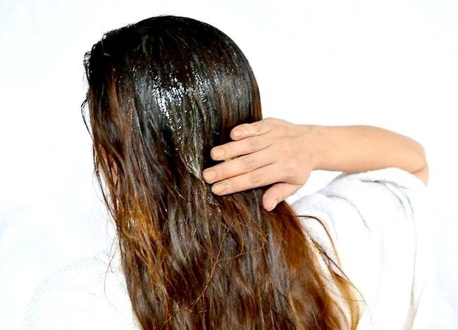 Imaginea intitulată Folosiți suc de lămâie pentru a ușura parul