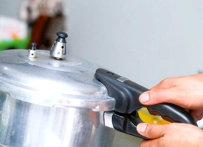 Imaginea intitulă Faceți caramelul din lapte condensat îndulcit Pasul 15