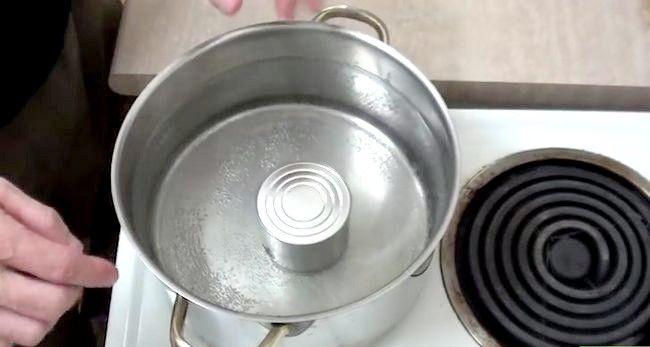 Imaginea intitulă Faceți caramelul din lapte condensat îndulcit Pasul 3