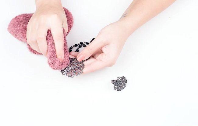 Imagine cu titlul Curățenie de bijuterii fals Pasul 13