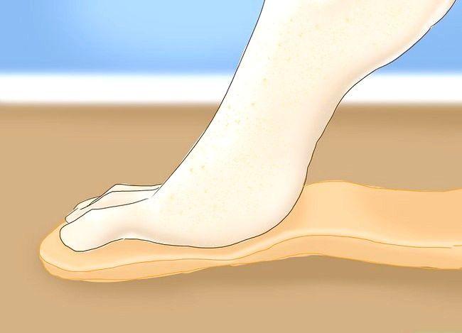 Imaginea intitulată Întoarceți picioarele după stres sau lungă plimbare Pasul 9
