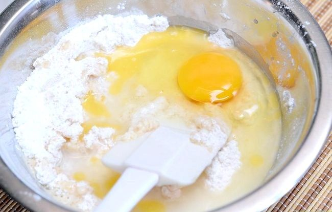 Imaginea intitulată Make Puto (tort cu orez cu abur) Pasul 2