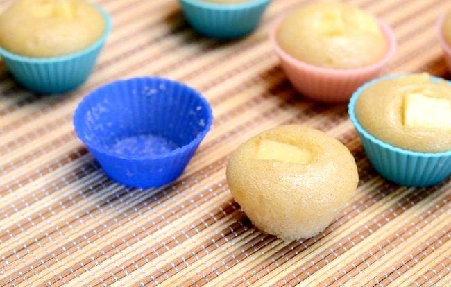 Imaginea intitulată Make Puto (tort cu orez cu abur) Pasul 7
