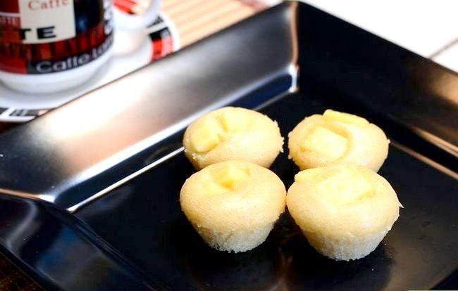 Imaginea intitulată Make Puto (tort cu orez cu abur) Pasul 8