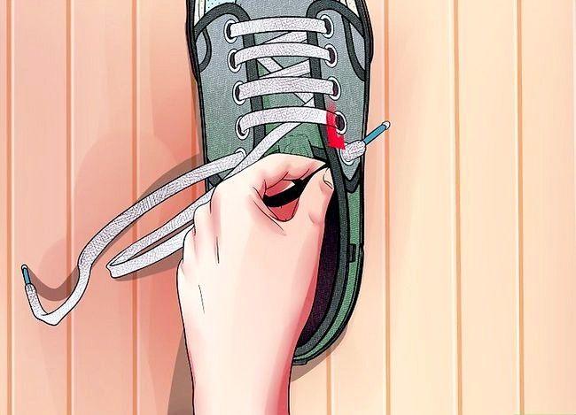 Imaginea intitulată Lace Shoes Step 20