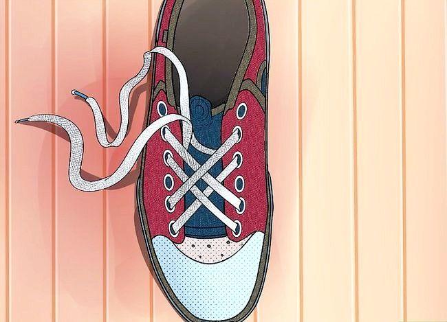 Imaginea intitulată Lace Shoes Step 26