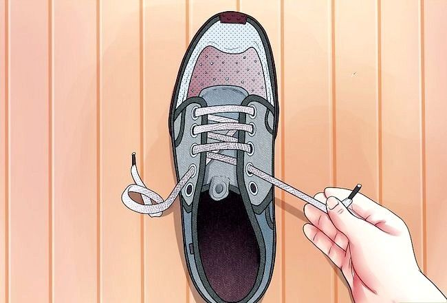 Imaginea intitulată Lace Shoes Step 4