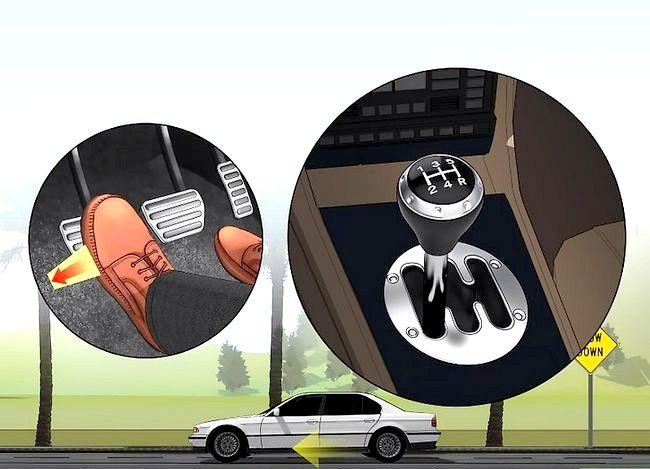 Imaginea intitulată Conduceți fără probleme cu o transmisie manuală Pasul 21