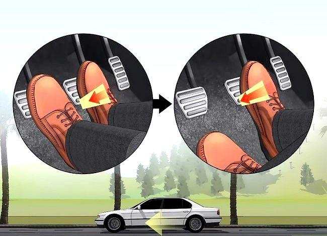 Imaginea intitulată Conduceți fără probleme cu o transmisie manuală Pasul 22