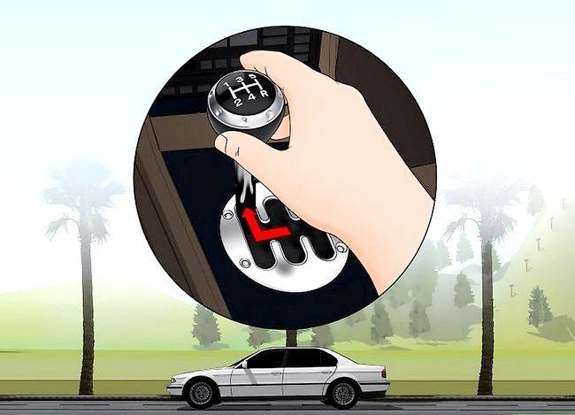Imaginea intitulată Transmiteți fără probleme cu o transmisie manuală Pasul 4