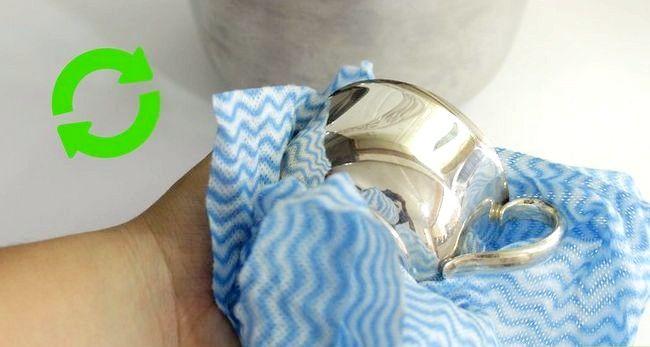Imaginea intitulată Curățați argintul din argint cu bicarbonat de sodiu și aluminiu Pasul 8