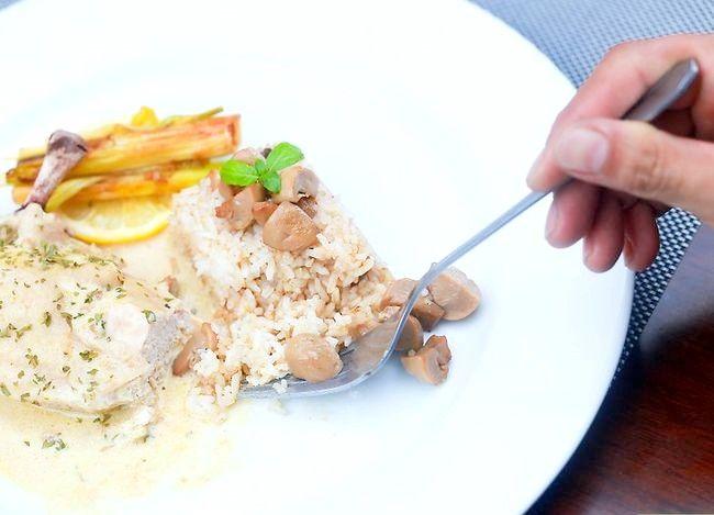 Imaginea intitulată Utilizați corect un furculiță și un cuțit Pasul 15
