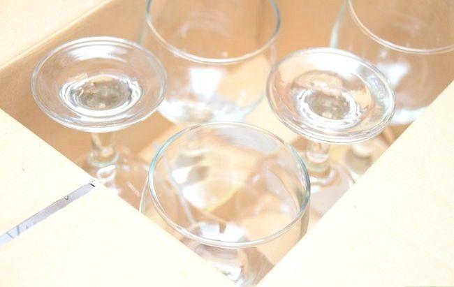 Decorează ochelarii de vin cu sclipici