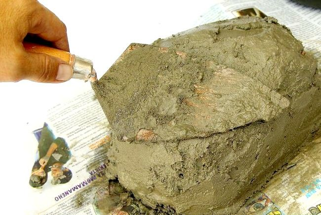 Imaginea intitulă Faceți pietre false cu beton Pasul 8Bullet1