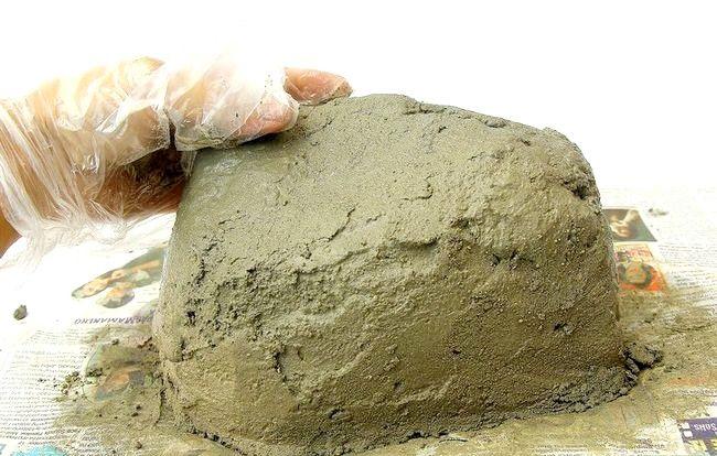 Imaginea intitulă Faceți roci false cu beton Pasul 9