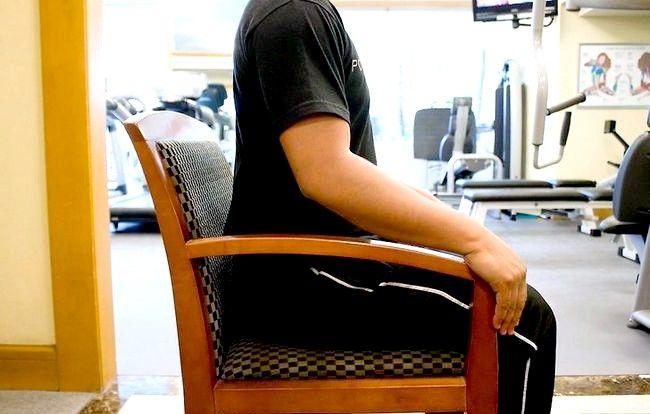 Imaginea intitulata Exercitarea dvs. Abs în timp ce ședința Pasul 1