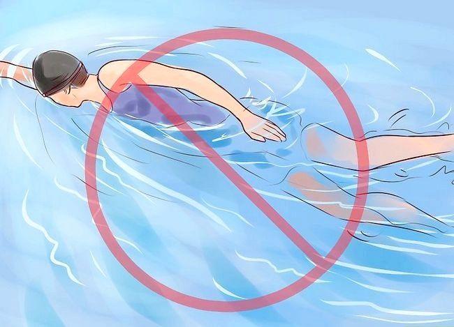 Imaginea intitulată Înoțiți-vă în perioada fără un tampon Pasul 6